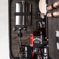 h4UM0kwr-The-Jerry-Can-Bar-Spirit-of-the-Real-Man-original-gift-for-man-geshenk-fur-mann-darcek-pre-muza-800px-black-flask.jpeg